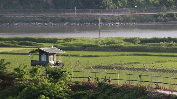 Hatórányi úszással sikerült átszöknie egy férfinakÉszak-Koreából Dél-Koreába