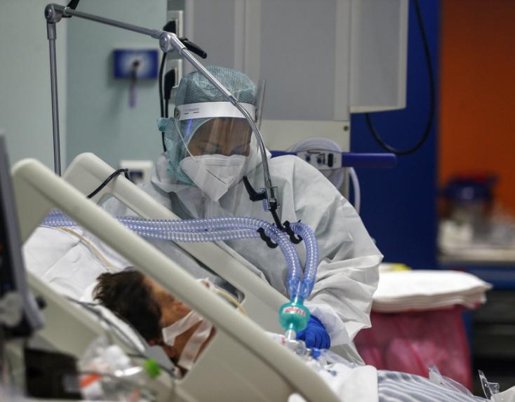 A covidot átvészelők közül sokan kerülnek újra kórházba, a poszt-coviddal kezeltek egyes kórházakban akár a 30%-ot is kiteszik