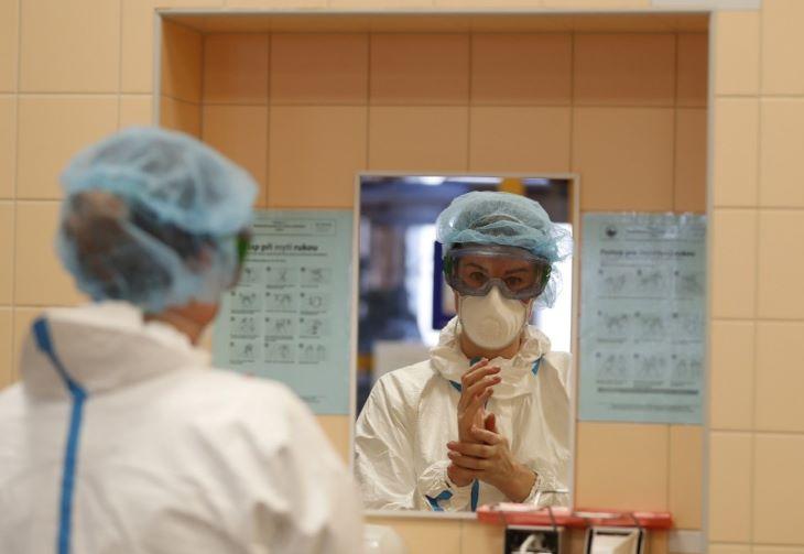 Csehországban kétezer alatt a napi új fertőzések száma
