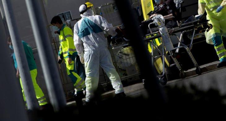Míg Szlovákiában eddig 28-an, Nagy-Britanniában már 40 ezren haltak meg a koronavírus miatt