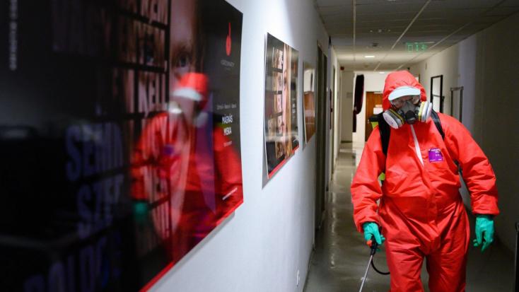 Koronavírus: 102 beteg halt meg tegnap, 2855 fertőzöttet találtak Magyarországon