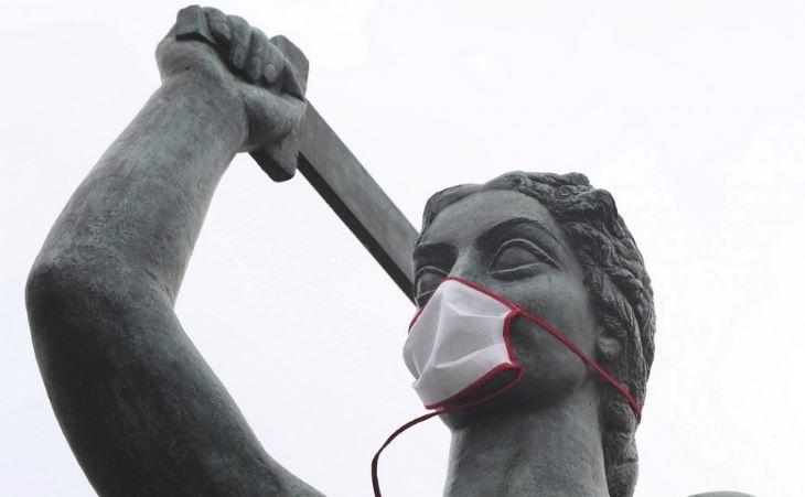 Lengyelországban szombattól a szabadban már nem kell maszkot viselni