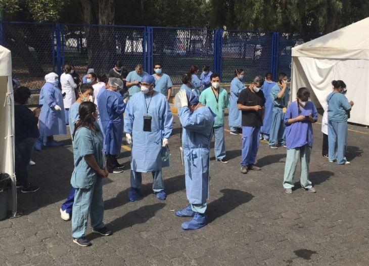 Mexikóvárosban április-augusztusban a hivatalos közlések duplája volt a koronavírusban elhunytak száma