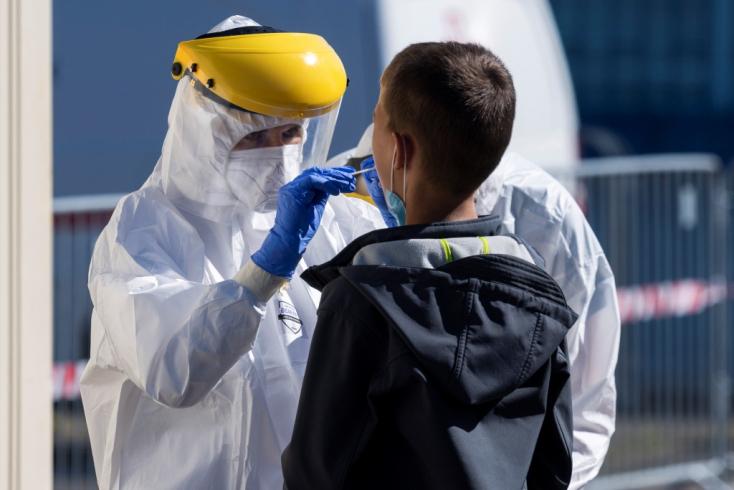 A világon regisztrált koronavírus-fertőzöttek száma csaknem 26 millió