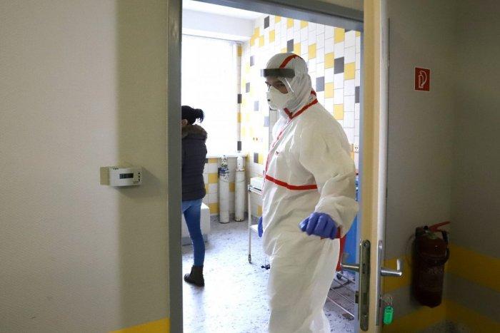 Ukrajnában meghaladta a húszezret az azonosított koronavírus-fertőzöttek száma