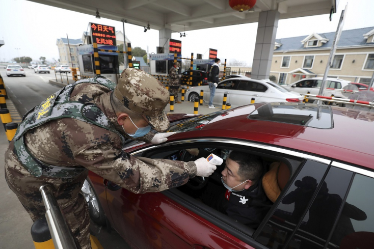 Így hat a koronavírus a pénztárcánkra: még a benzin ára is csökkenhet