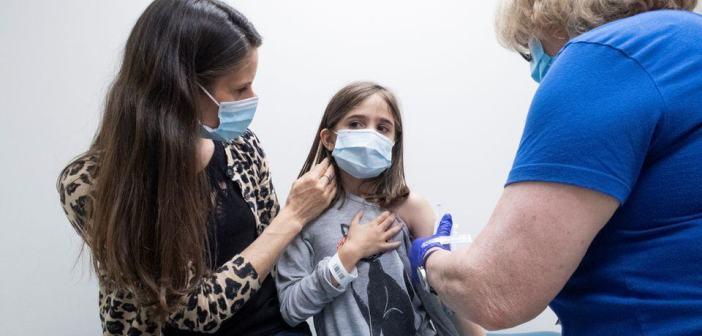 A gyerekek beoltását javasolják az Egyesült Királyság tisztifőorvosai