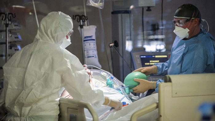 Koronavírus - 9 ezer alatt a kórházban ápoltak, de még ezer fölött a lélegeztetőgépen lévők száma Magyarországon