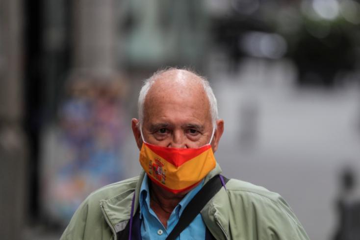 Covid-hírek: Korlátozzák a szabad mozgást a madridi tartományban, egy évvel meghosszabbították a szükségállapotot a Fülöp-szigeteken