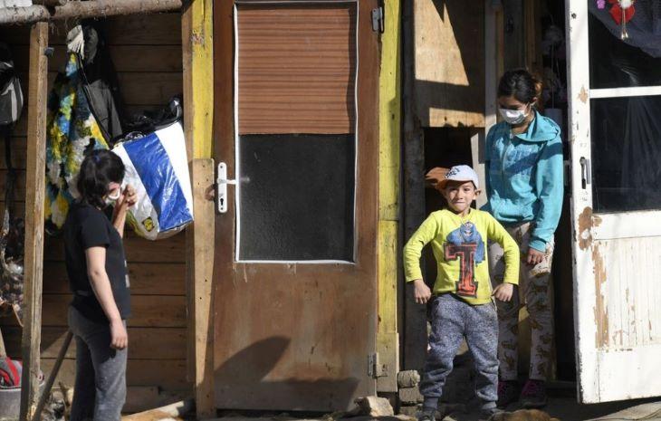 Sok a fertőzött a Kassa-vidéki romatelepeken, a rendőrség felügyeli a karantént
