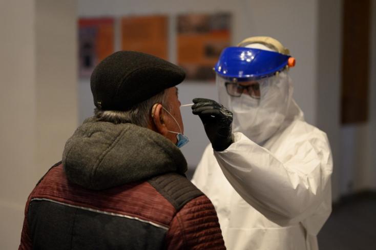 Koronavírus - Meghalt 77 beteg, 1241-gyel nőtt a fertőzöttek száma Magyarországon