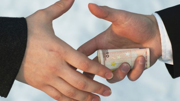 Kiska leváltotta a vadásztőrrel és euróezrekkel megvesztegetett járási bírót