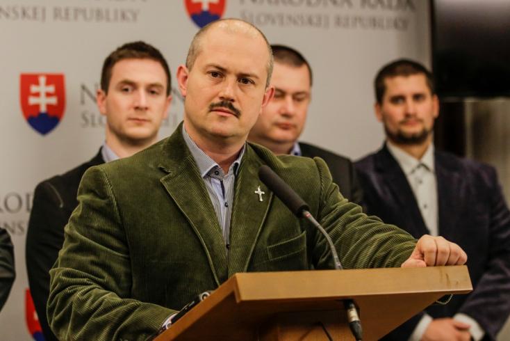Kotlebáék kijátszották a párttörvényt és megerősítették pozíciójában egyetlen lehetséges elnöküket