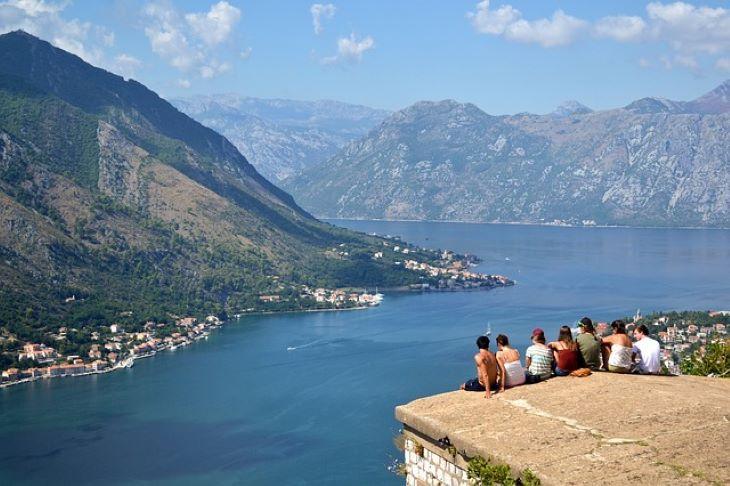 Montenegró ismét korlátozásokat vezet be