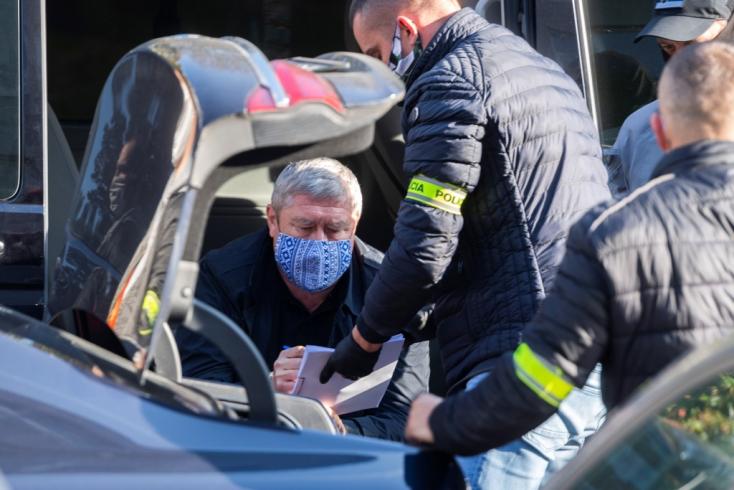 Kováčik mellett Norbert Pakši a letartóztatott rendőr, a maffiafőnök Kudlička szabadlábra kerülésével függhet össze az ügyük