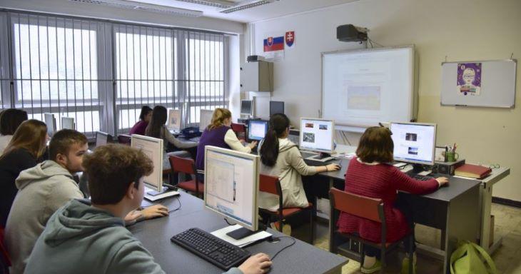 Idén a végzős diákok tudását csak a kiválasztott iskolákban tesztelik le