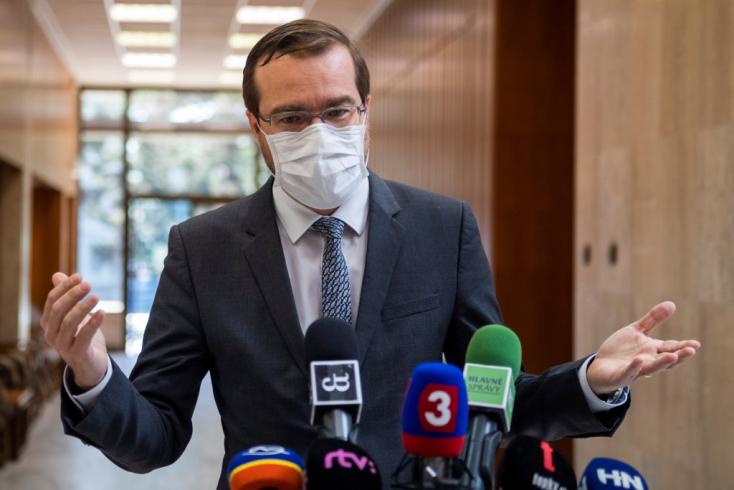 Krajčí megtiltotta volna a külföldi utazást a gyerekeknek a szünidő utolsó két hetében, de Gröhling beszólt neki