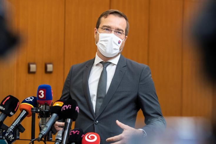 Koronavírus - Krajčí és a tiszti főorvos is karanténba került!