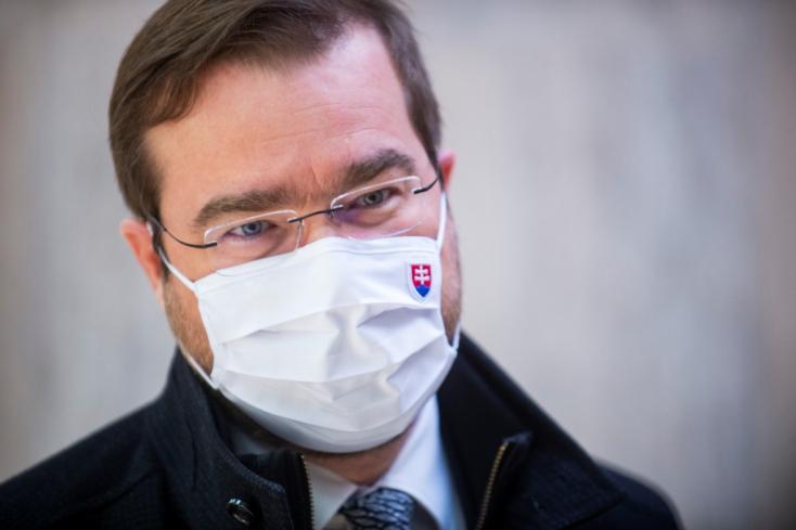 Krajčí ígéretet tett az oroszoknak, ezért kaphatott Szlovákia a Szputnyik V-ből