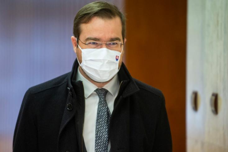 """Pellegrini Krajčí lelkére beszélt: """"Az áldozatokat és a hozzátartozóikat tisztelné meg azzal, ha lemondana"""""""