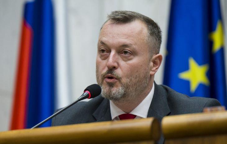 A munkaügyi miniszter kiáll Boris Kollár mellett