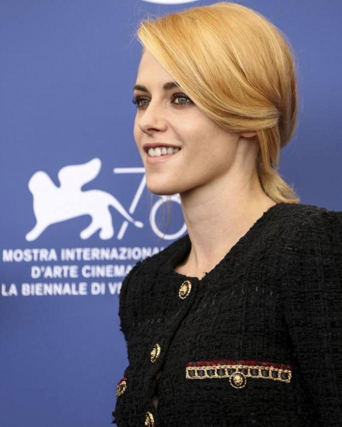 Velencei Filmfesztivál - Kristen Stewart elbűvölte a kritikusokat Diana hercegnő szerepében