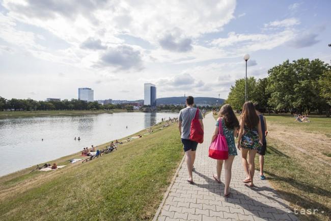 Továbbra is tilos a fürdés a népszerű pozsonyi tóban