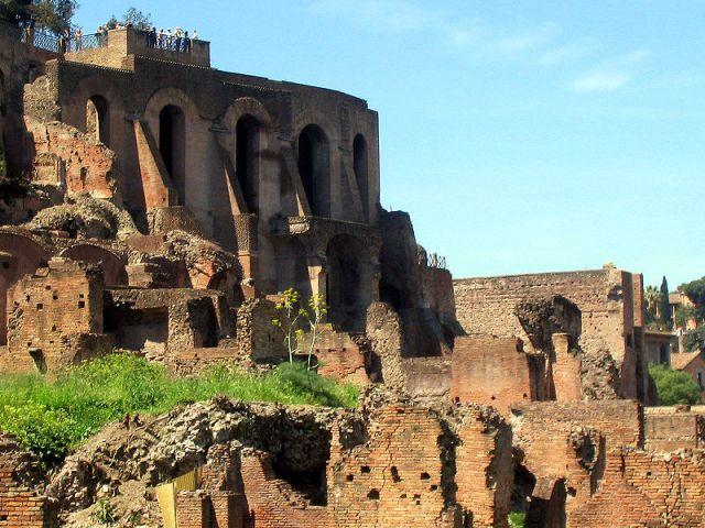 Újra kivilágítják Róma leghíresebb dombját