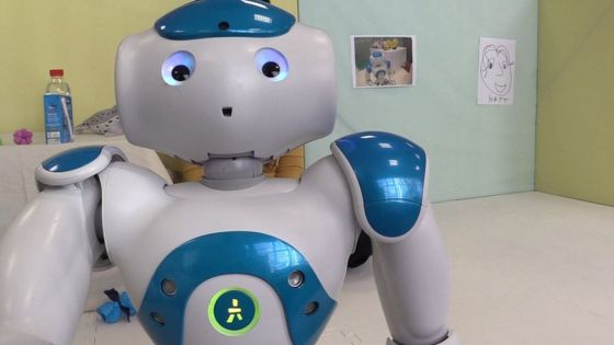 Cukorbeteg kisgyerekként viselkedő robotot fejlesztenek Nagy-Britanniában