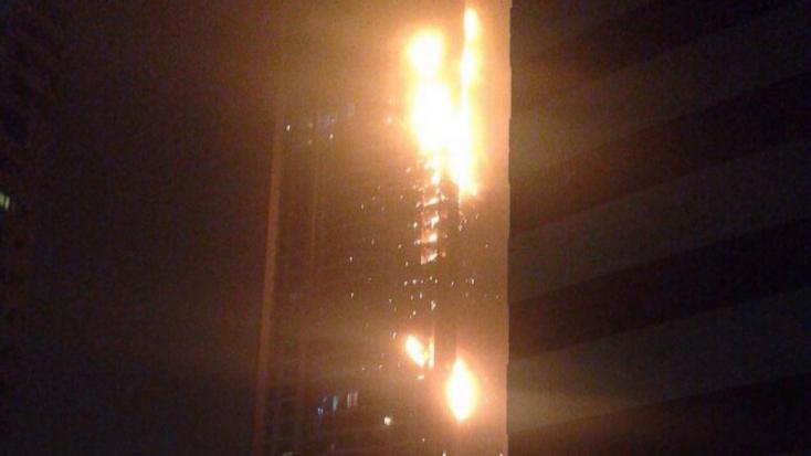 Tűz ütött ki a világ egyik legmagasabb felhőkarcolójában