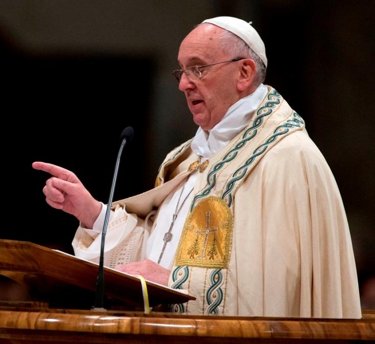 Ferenc pápa bekeményített: leütné, aki az anyját szidja