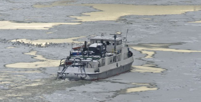 Bevetik a Dunán a jégtörő hajókat