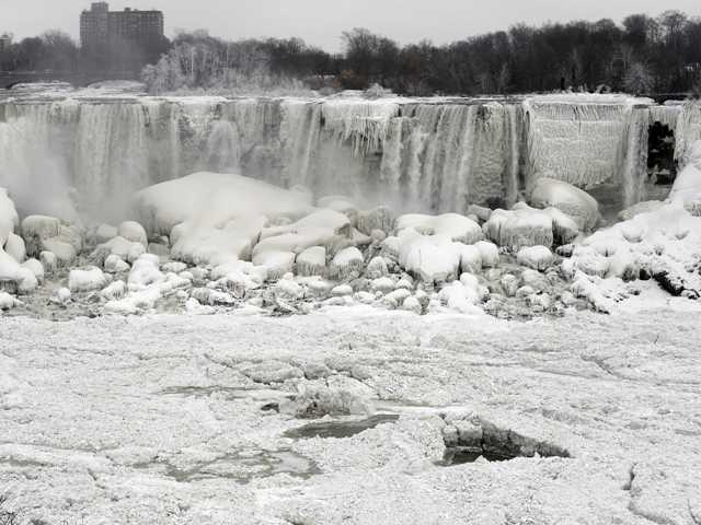 Borzasztó hideg van az Egyesült Államokban, befagyott a Niagara vízesés egy része