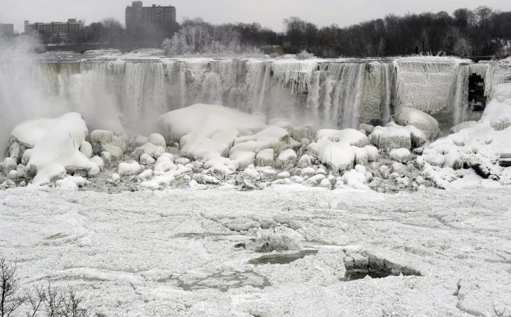 A rekordhidegben befagyott a Niagara vízesés!