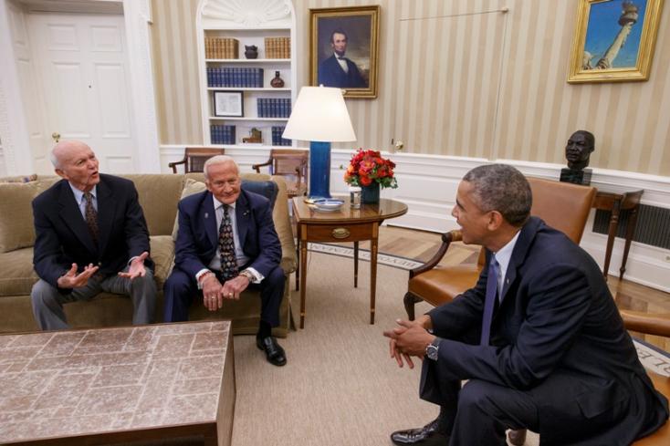 Obama a fehér Házban fogadta Buzz Aldrinékat az első Holdra szállás alkalmából