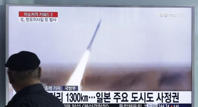 Észak-Korea újabb rakétát lőtt ki