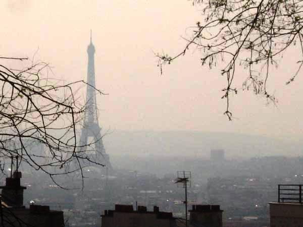 Szmogban fuldoklik Párizs