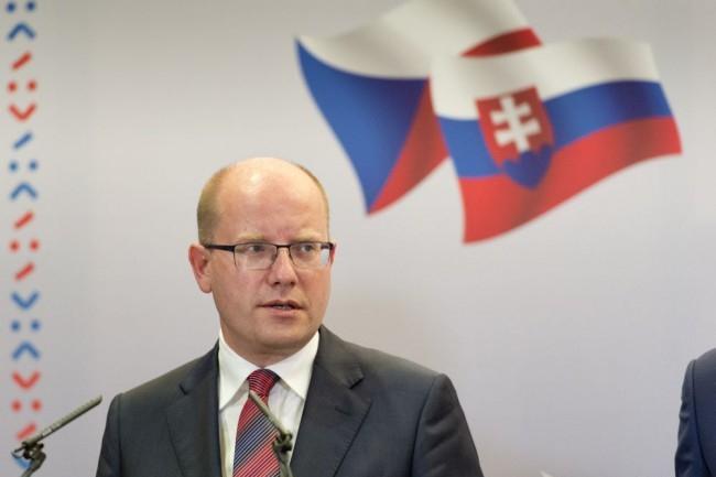 A milliárdos szlovák pénzügyminiszter miatt lemond a cseh kormány...
