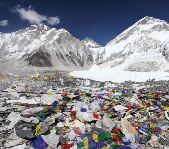 Több mint öt tonna szemetet gyűjtöttek össze a Mount Everest nepáli oldalán