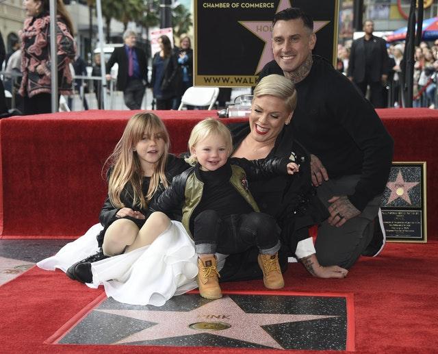 Pink csillagot kapott a hollywoodi Hírességek sétányán