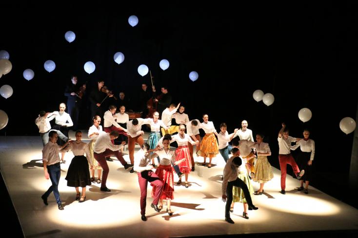 Teltház az Ifjú Szivek Táncszínház bemutatóján