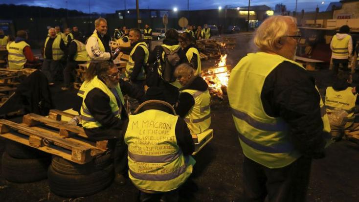 Francia zavargások - Megosztottak, de továbbra is eltökéltek a sárgamellényesek