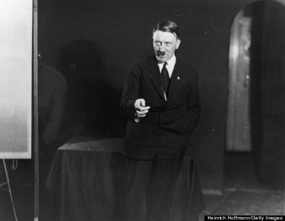 Adolf Hitler soha nem látott személyes fotóit tartalmazó albumot árvereznek el