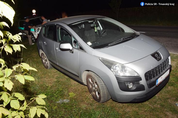 Kifosztottak egy személykocsit Csallóközcsütörtöknél, az elkövetőket a bankkártya buktatta le