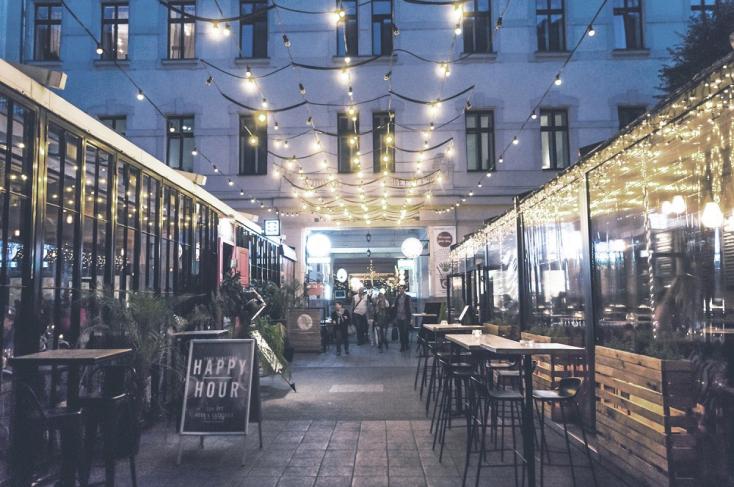 Megnyílt Európa első okostelefonnal vezérelhető hotele Budapesten
