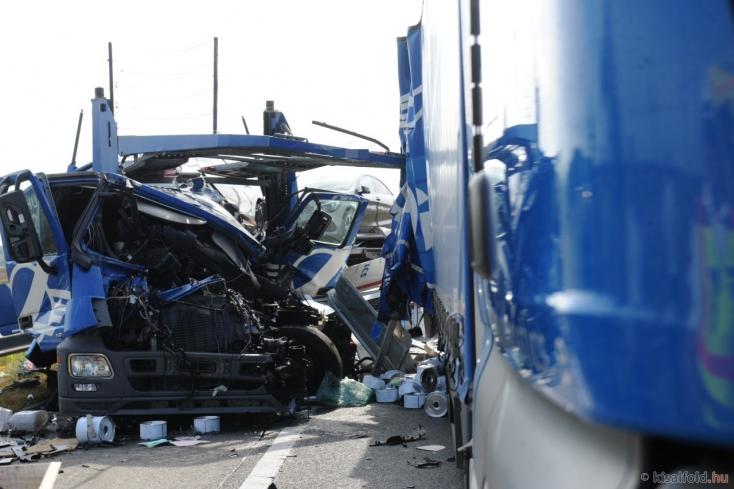 Halálos baleset és hatalmas torlódás az M1-esen Győrnél