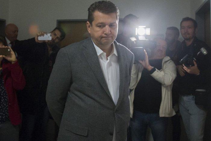 Odafentről nem akarták, hogy Bašternákot a vacak néhány milliós adócsalási ügyei miatt háborgassák