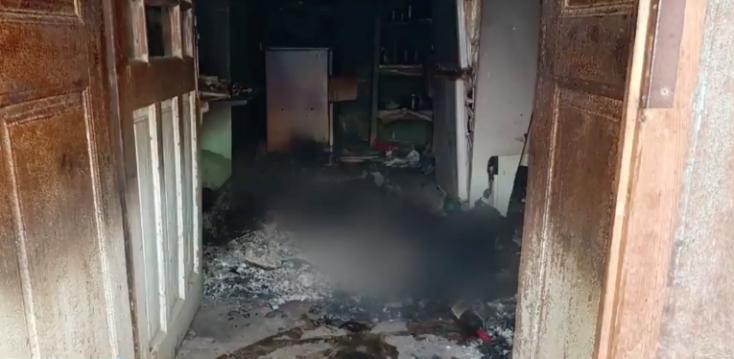 Megégett holttestet találtak egy perbetei házban!