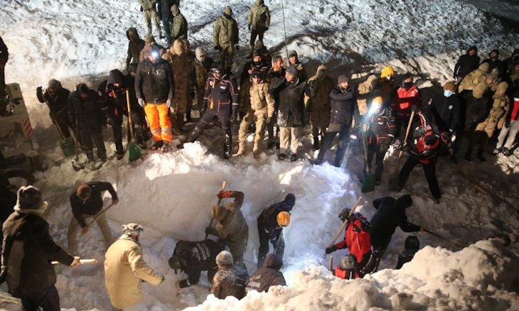 Huszonnyolcanéletüket vesztették két törökországi lavinában