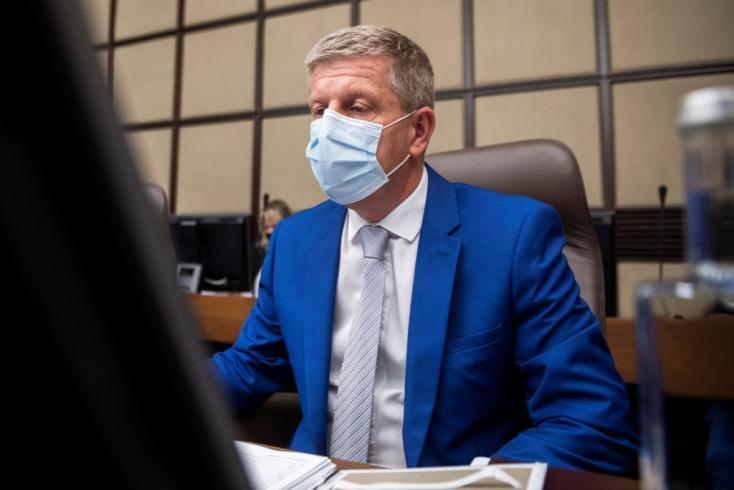 Az álhírterjesztők miatt halnak meg az oltatlanok - büntetőeljárásokat szorgalmaz Lengvarský